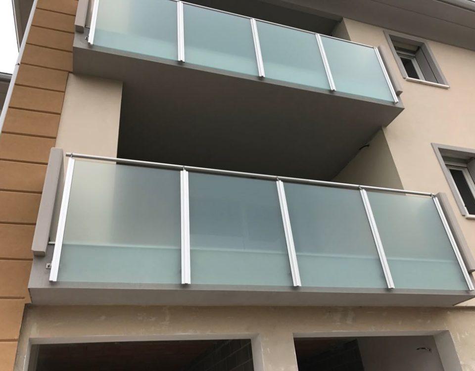 Parapetto in alluminio e vetro