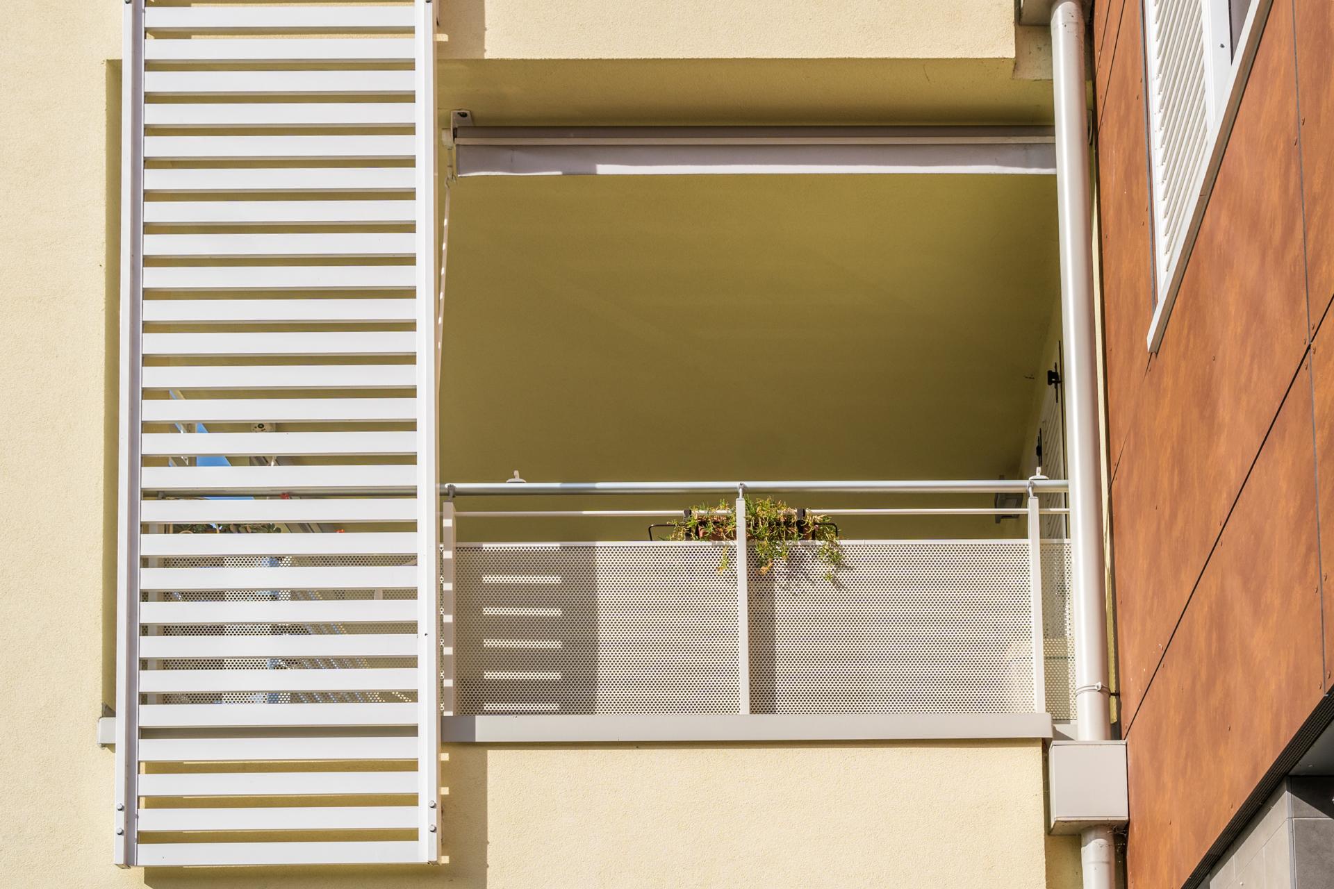 Parapetti Per Scale Interne ringhiere e pavimentazioni esterne in alluminio