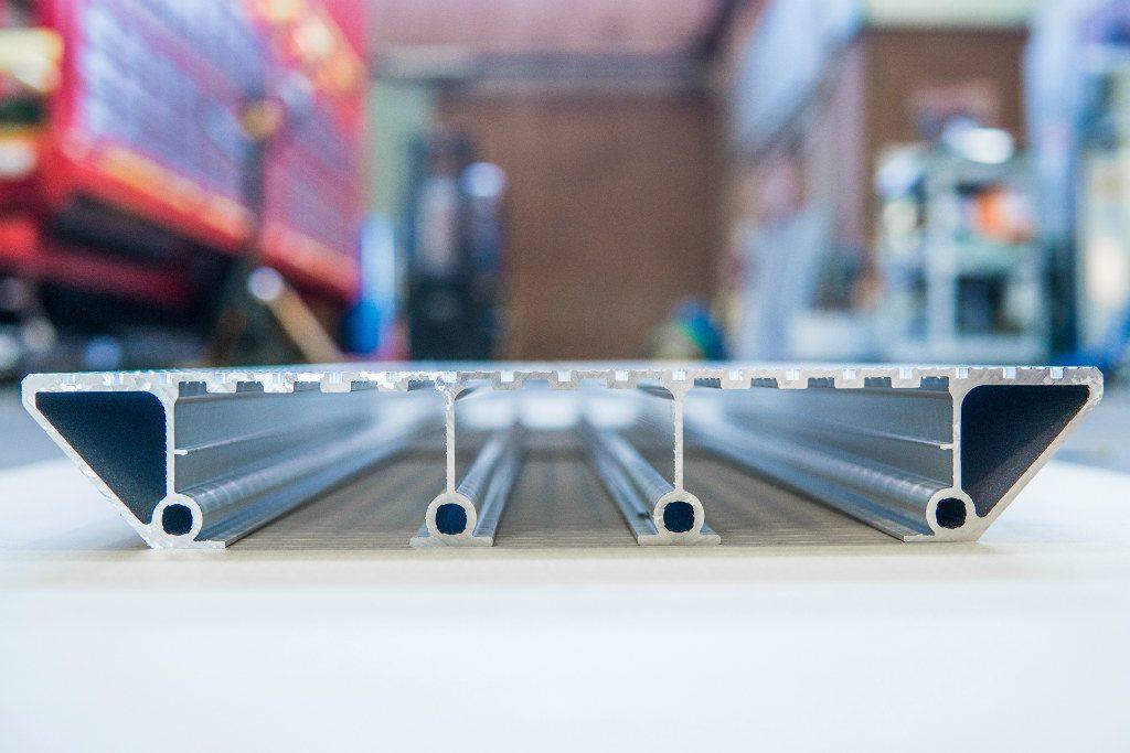 vista laterale piano alluminio