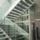 Scala in vetro e alluminio