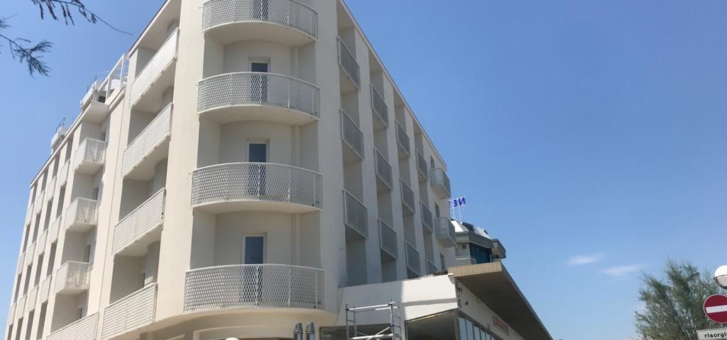 parapetti alluminio hotel