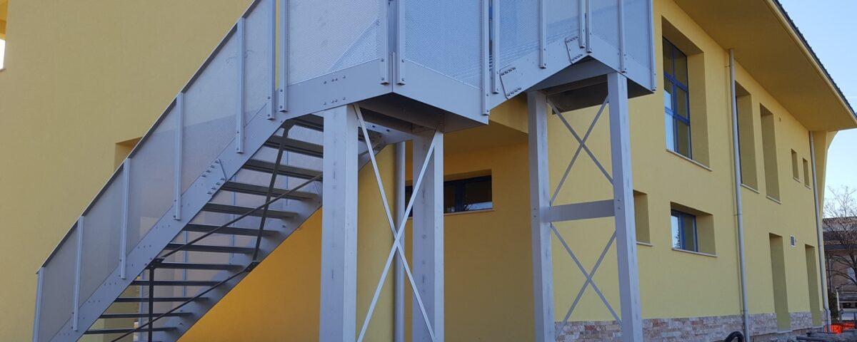 Scala esterna in alluminio